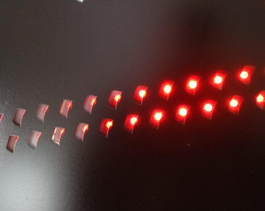 Die LED-Anzeige ist kraftvoll und unabhängig von Uhrzeit oder Wetter stets hervorragend sichtbar.