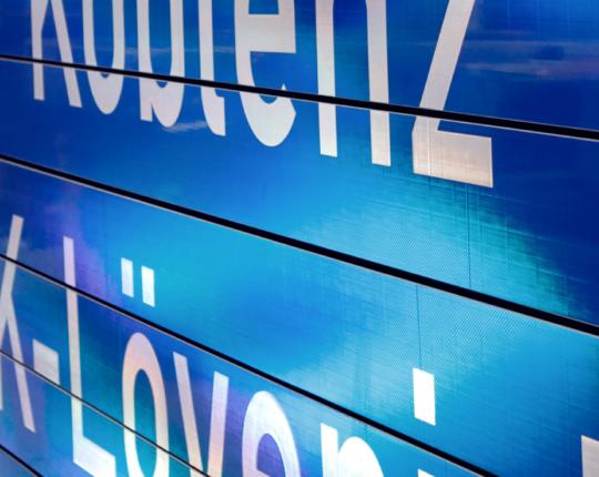 Wechselverkehrszeichen mit  Prismen-Technik sind robuste und flexible Instrumente